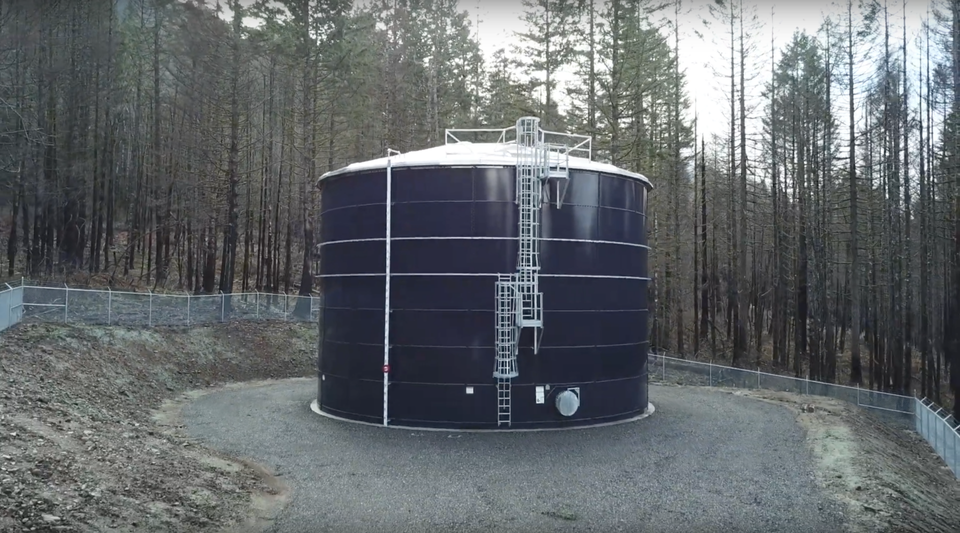 side view of a water tank